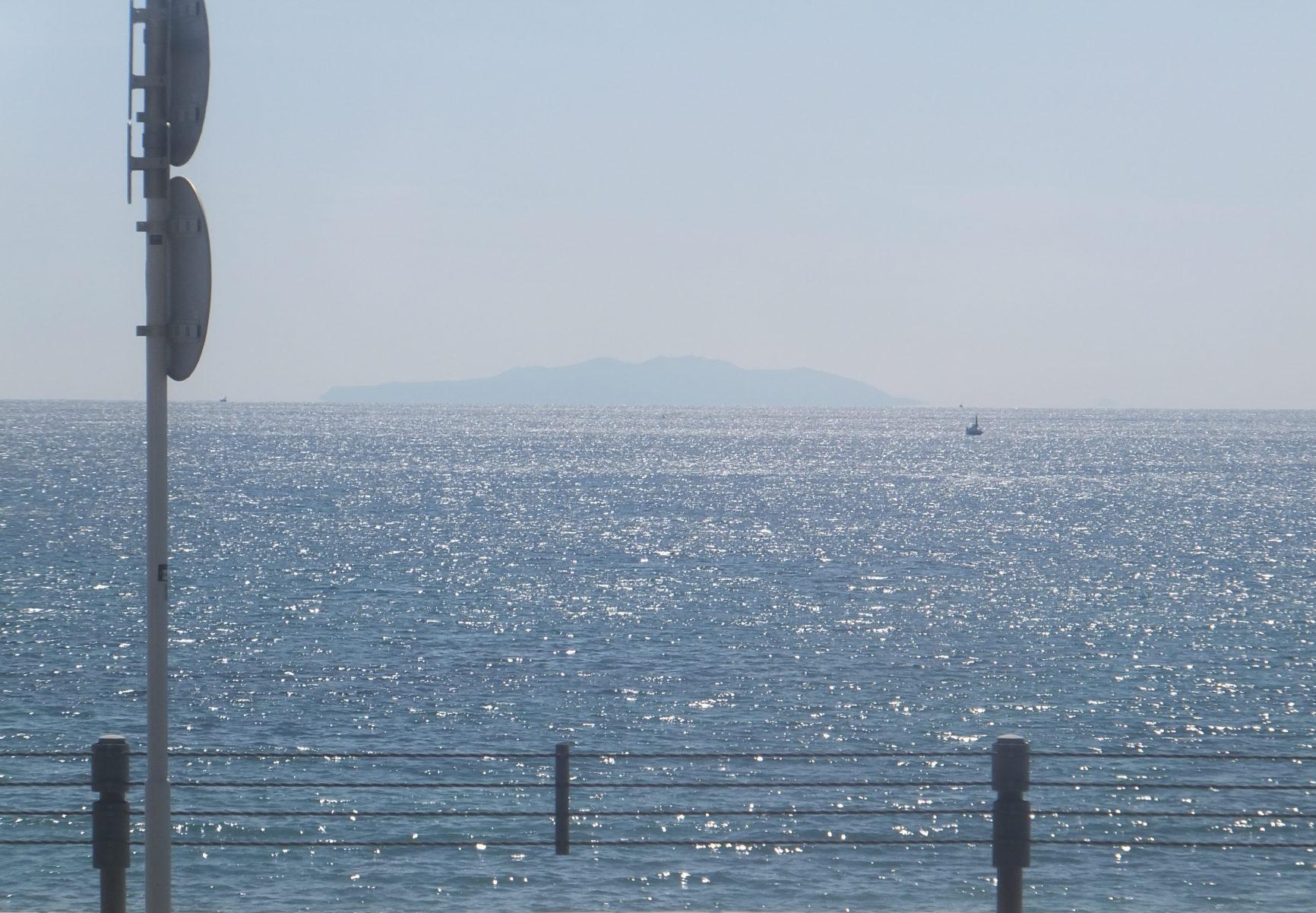 3月の相模湾、江ノ電からの眺め