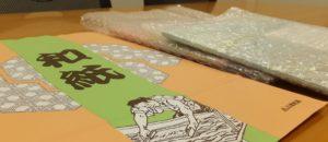 小津和紙の紙袋と包装した「絆アート」