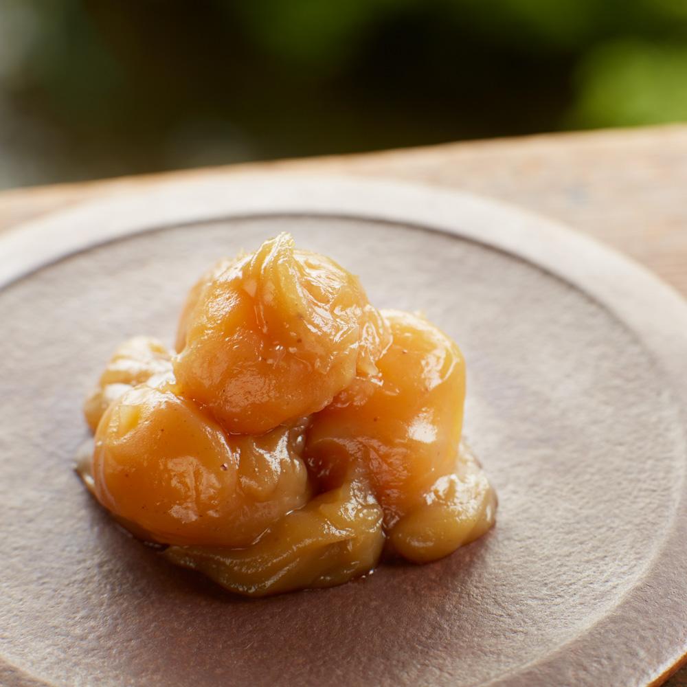 9月のプレゼントは、小布施堂の栗と砂糖だけで練った栗あんに、栗の実をまるごといれた、食べきりサイズの「栗鹿ノ子ミニ6個詰め合わせ」です。
