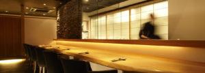 11月のプレゼントは、札幌市の季節料理とヴィンテージワイン「れざん」の名品、一度味わえば虜になってしまうテリーヌ・ド・ショコラ ノワール(桐箱入)です。